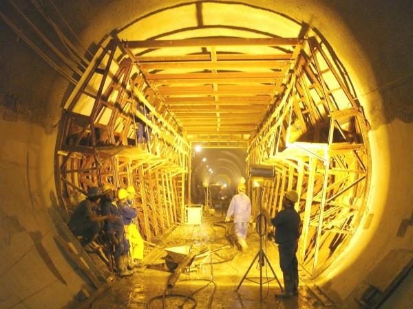 g_plugdados-galeria-forma-de-tunel-metro-sp-andrade-gutierrez-secao-parcial-parcial-3